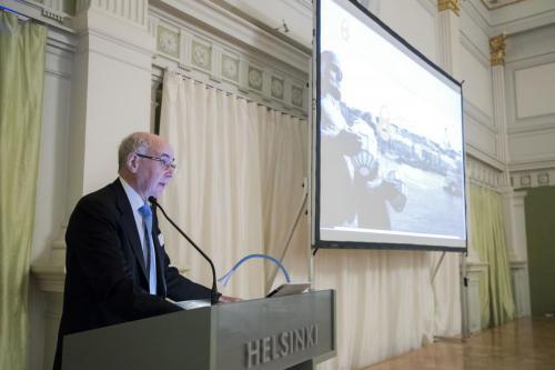 Juhlaseminaariesitelmän piti valtiotieteen tohtori Jukka Tarkka, joka loi mukaansatempaavan katsauksen Suomen kokonaisturvallisuuden 50-vuotiseen historiaan ja hieman myös tulevaisuuteen.