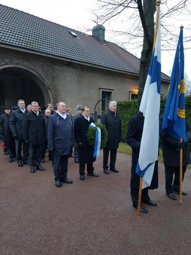 Yhdistyksen 50-vuotisjuhlapäivää vietettiin perjantaina 24.11.2017 juhlallisissa merkeissä. Päivä aloitettiin aamulla seppeleenlaskulla Sankariristille Hietaniemen hautausmaalla.